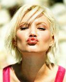 Губы в поцелуе...