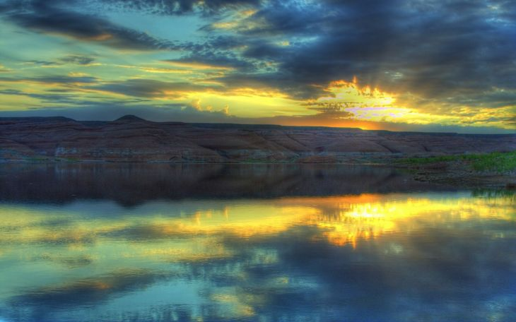 вечерний закат и озеро