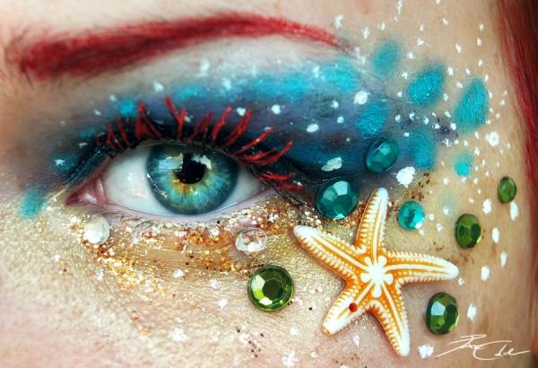 Работ с художественным макияжем глаз