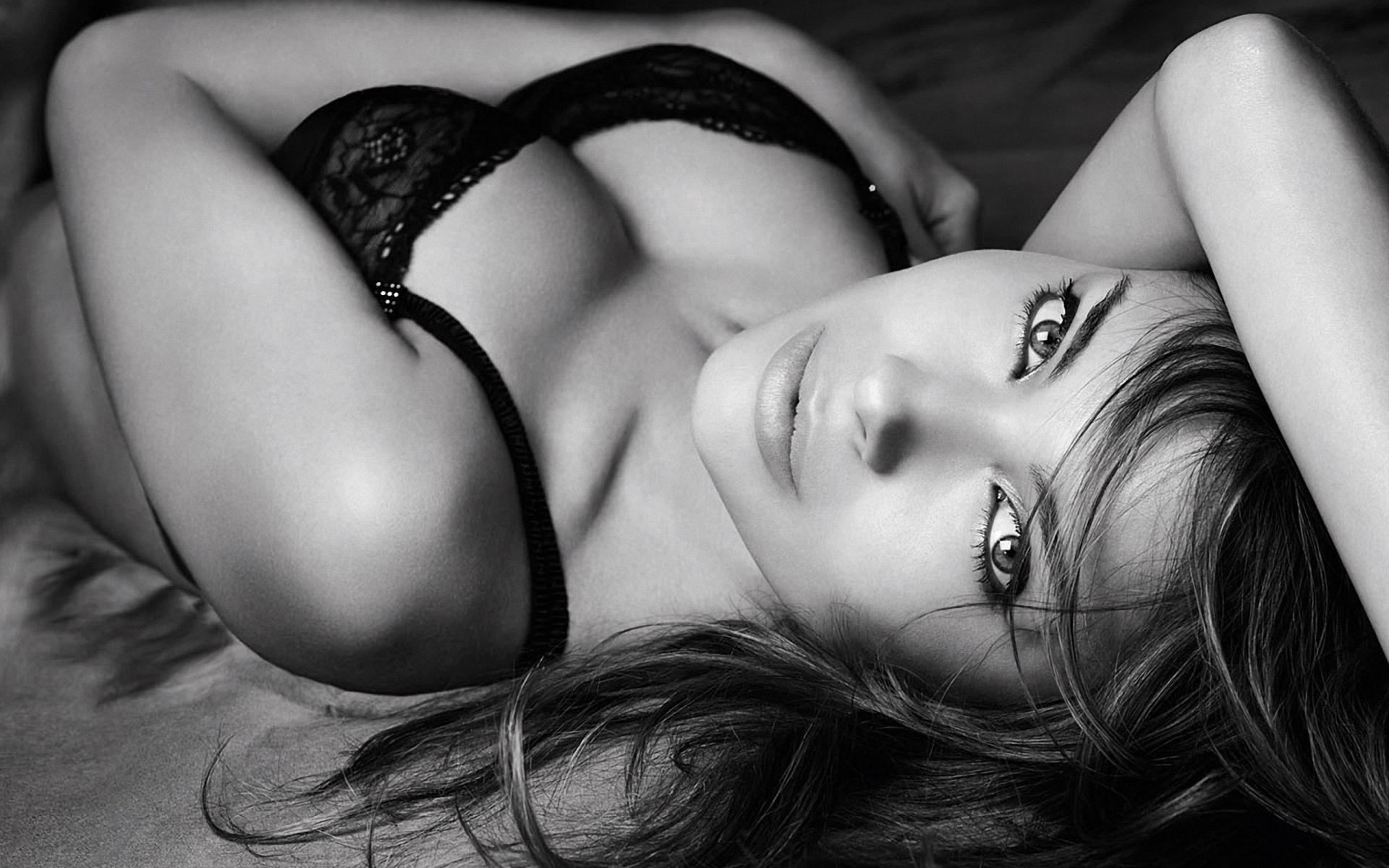 Фото красивых девушек в чёрном нижнем белье 19 фотография