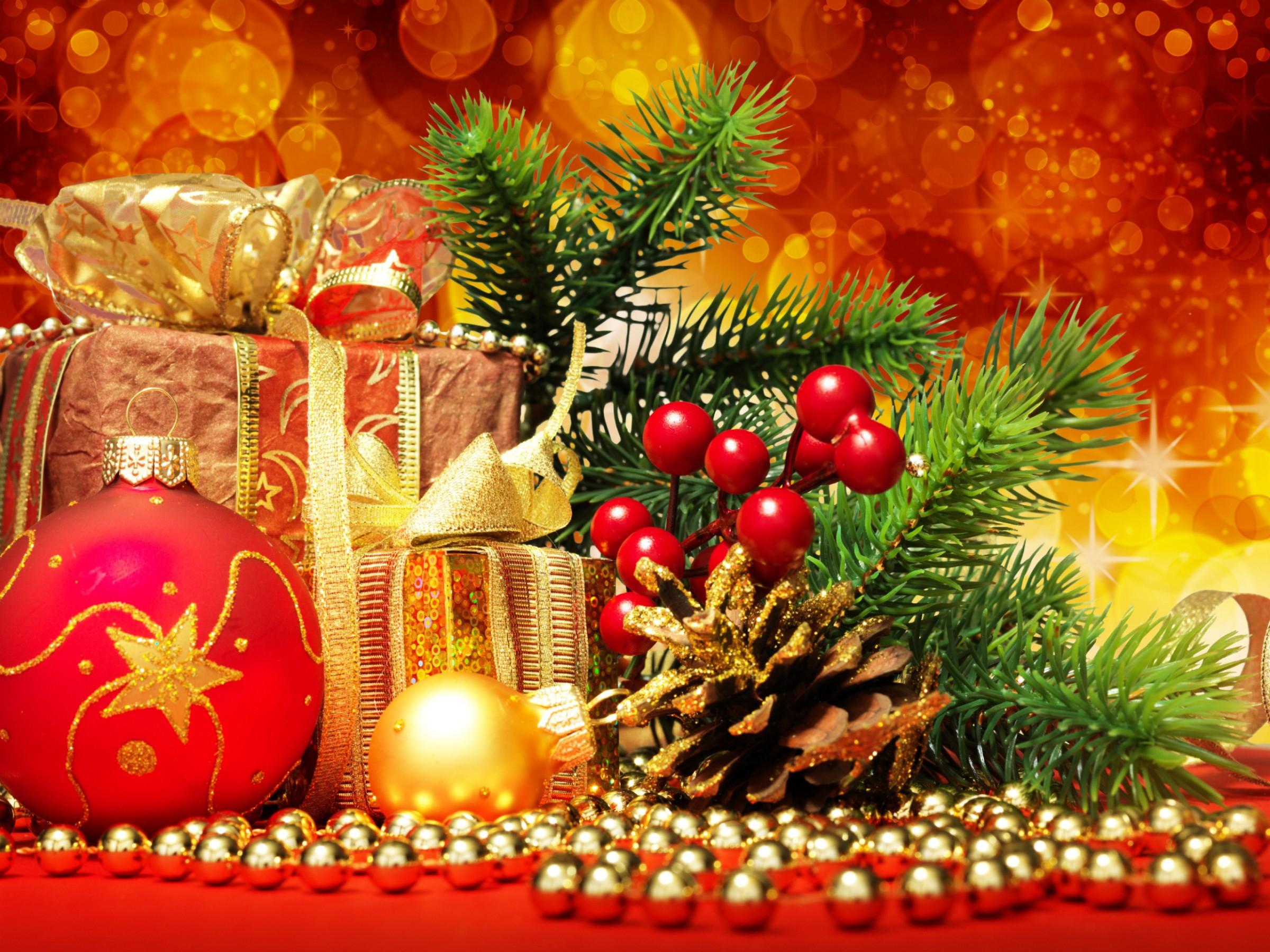 Картинка на рабочий стол на тему Подарок, украшения, новый год, лента, елочные шары с размером 800 на 600 в высоком...