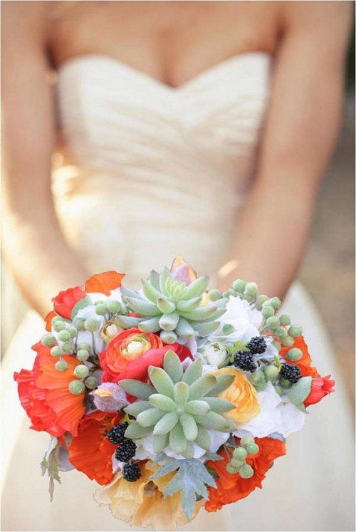 Свою индивидуальность можно проявить не только с помощью свадебного платья и фаты, но и с помощью свадебного букета невесты