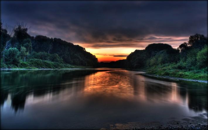 озеро под вечерним закатом