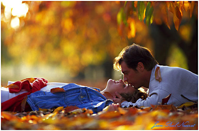 Я как осень все понимаю и держу свои чувства в руках