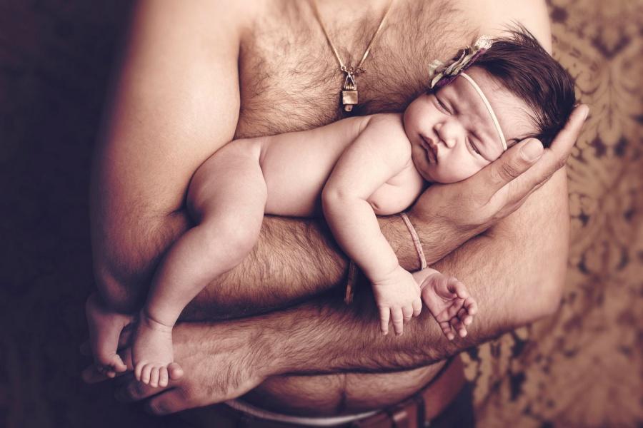 Дочке в папе первые раз интимо смотреть онлайн фотоография