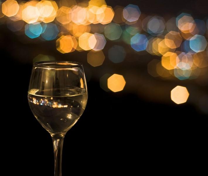Пьют мочу с бокала 26 фотография