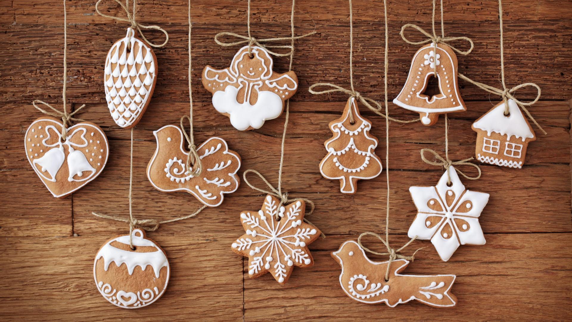 Роспись новогодних печенья