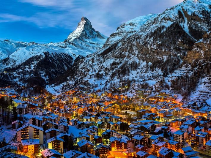 Зимние обои на рабочий стол зимний городок в Швейцарии