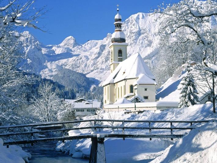 Зимние обои на рабочий стол замок в снежном лесу